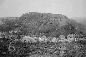 Hradiště Cimburk s mlýnem na jeho úpatí, před r. 1930